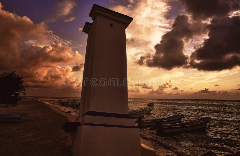 Maya de Riviera del faro de la puesta del sol de Puerto Morelos foto de archivo libre de regalías