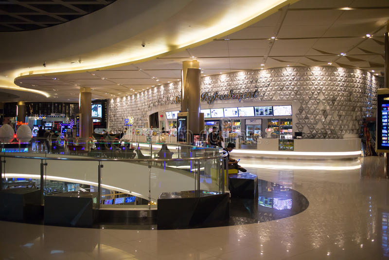 Maya Lifestyle Shopping Center interna immagine stock
