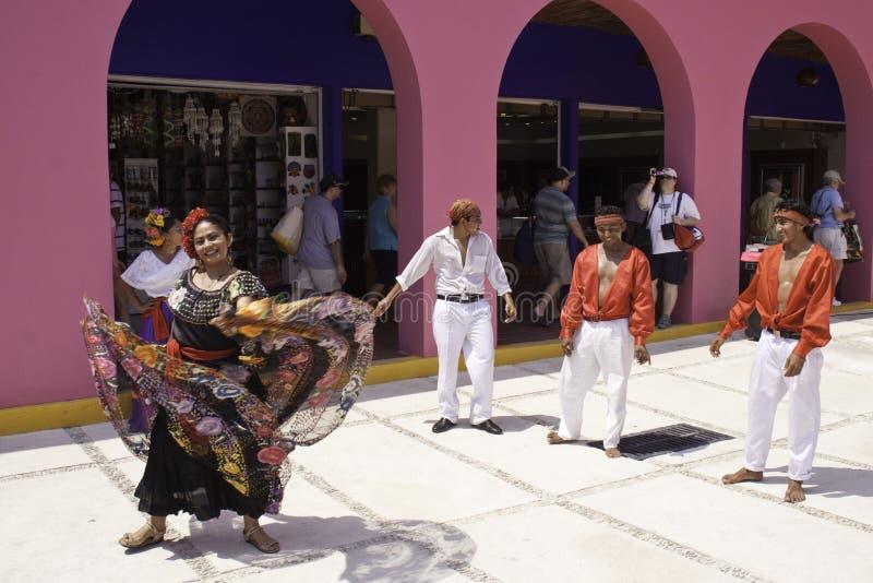 Maya México - bailarines tradicionales coloridos de la costa foto de archivo libre de regalías