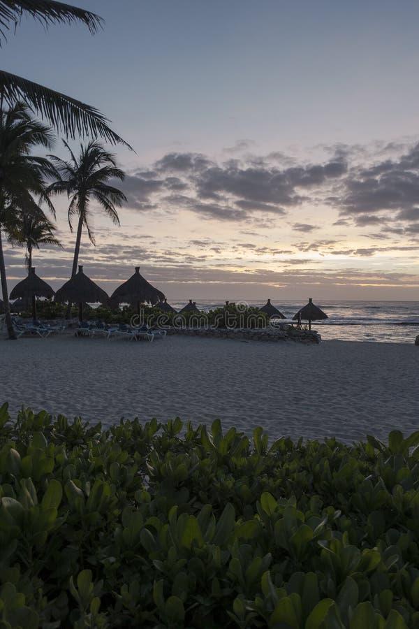 Maya Riviera Beach bis zum Nacht lizenzfreies stockfoto