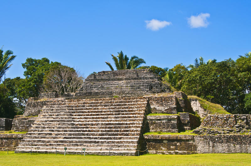 Maya-Tempel, Belize lizenzfreie stockbilder
