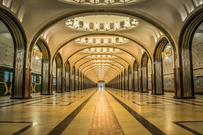 Mayakovskaya g?ngtunnelstation i Moskva, Ryssland arkivbilder