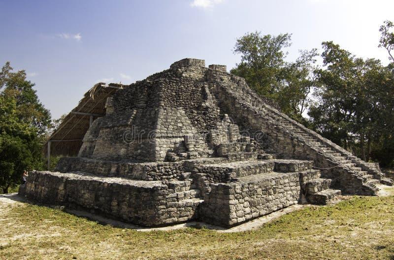 Mayan ναός Chacchoben κοντά στη πλευρά Maya Μεξικό στοκ φωτογραφία