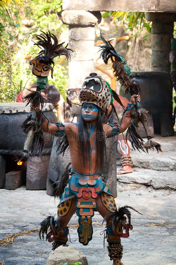 Mayan dans in de wildernis royalty-vrije stock foto