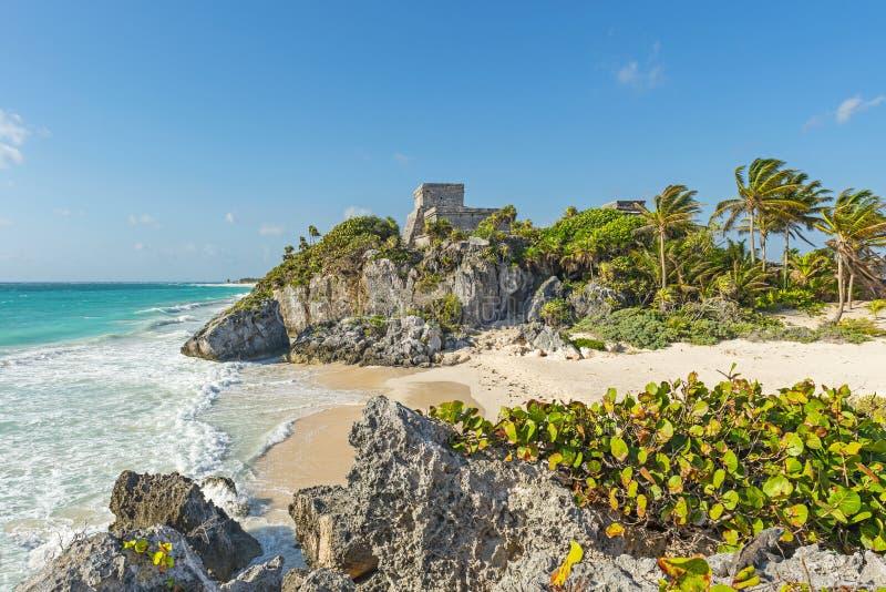Mayan fördärvar av Tulum med den idylliska stranden, Mexico arkivbilder