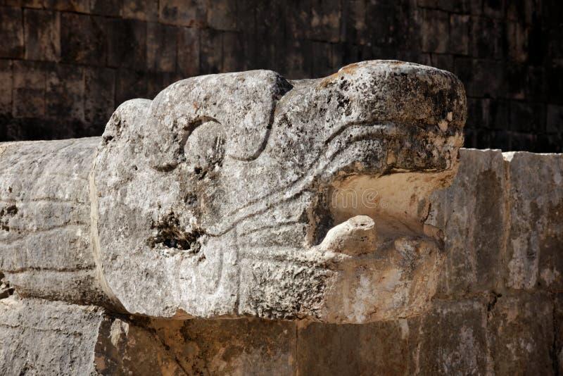 Mayan Gesneden Hoofd van de Slang in Chichen Itza stock foto