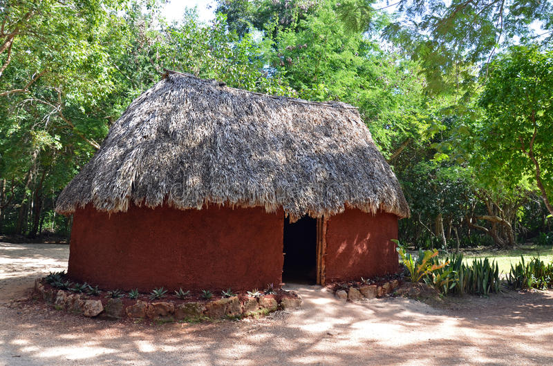 Mayan hus Chichen-itza royaltyfri bild