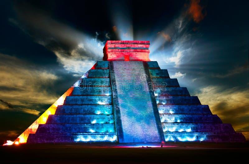 Mayan Piramide van Itza van Chichen stock foto's