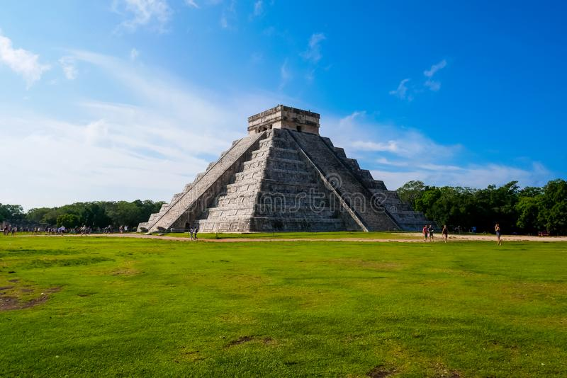 Mayan pyramid av Kukulkan royaltyfria foton