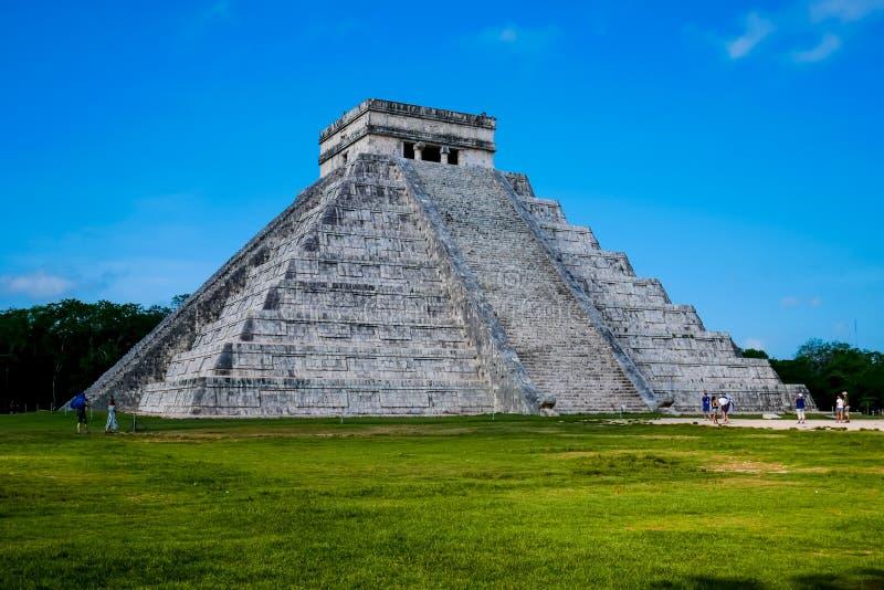 Mayan pyramid av Kukulkan royaltyfri fotografi