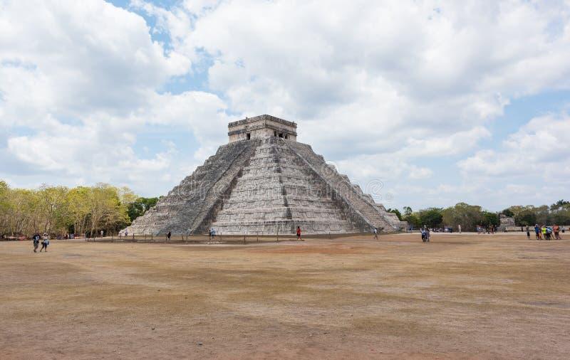 Mayan pyramid av Kukulkan i Chichen Itza, Mexico royaltyfria foton