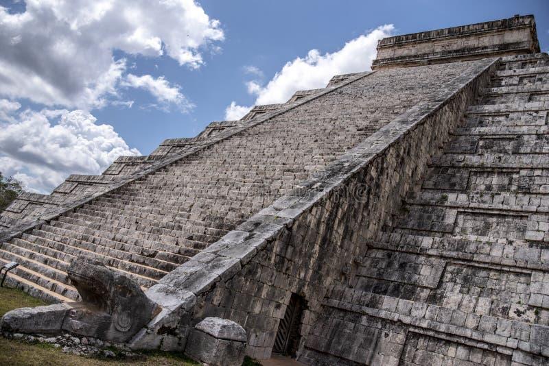 Mayan pyramid at Chichen Itza, Yucatán State, Mexico stock photos