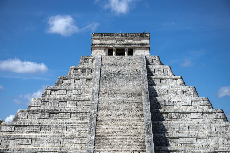 Mayan pyramid at Chichen Itza, Yucatán State, Mexico stock photography