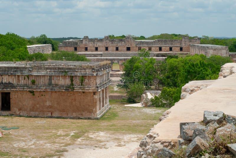 Mayan ru?nes, met tempels en woningen stock foto