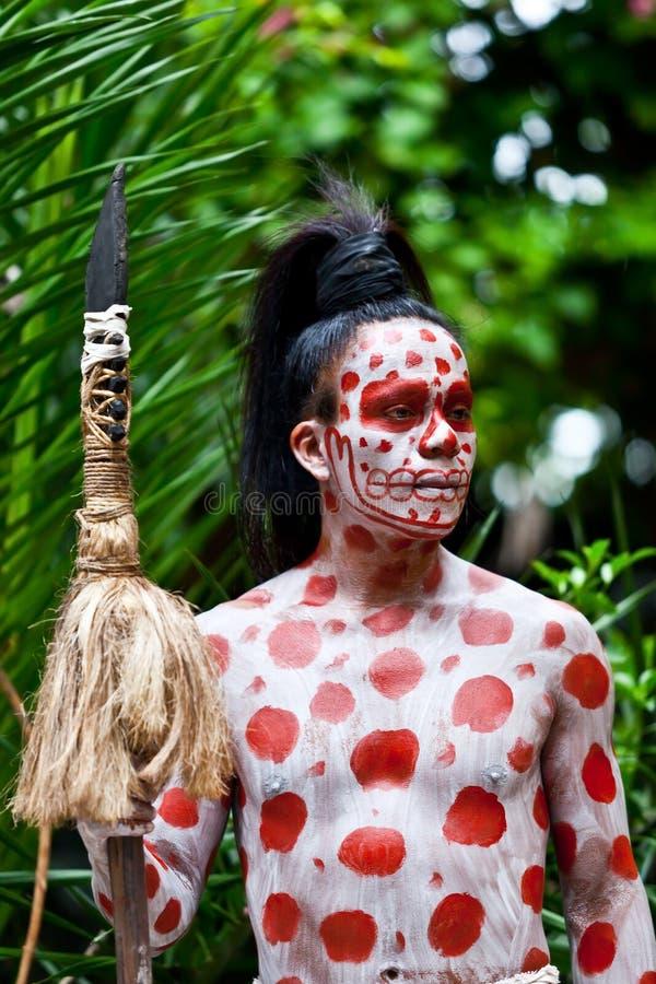 Mayan Shaman i den Xcaret showen i Mexico royaltyfri fotografi
