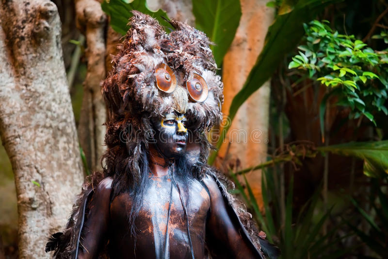 Mayan Shaman i den Xcaret showen i Mexico royaltyfri foto