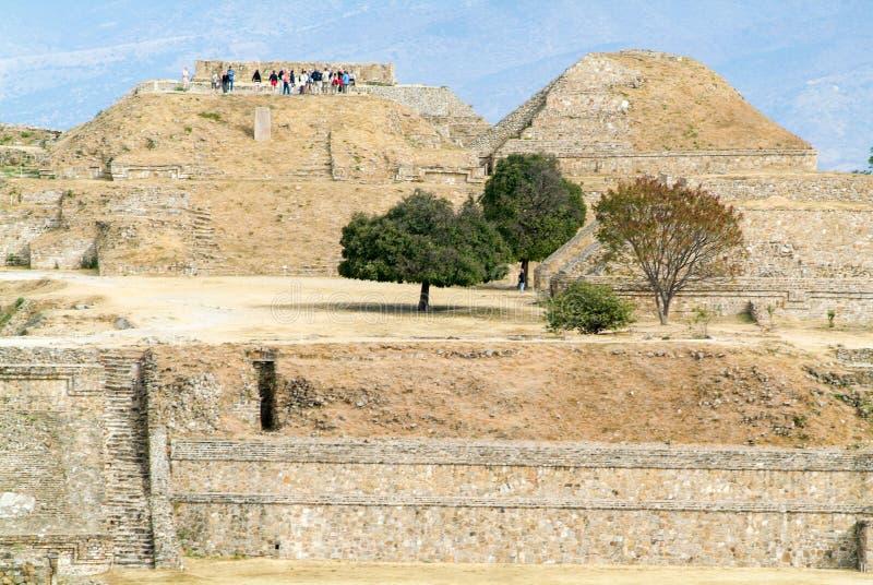 Mayan stadsruïnes in Monte Alban dichtbij Oaxaca-stad stock afbeelding