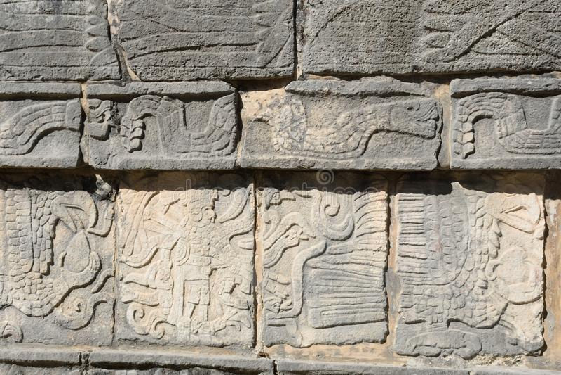 Mayan steenfries in Chichen Itza stock foto's
