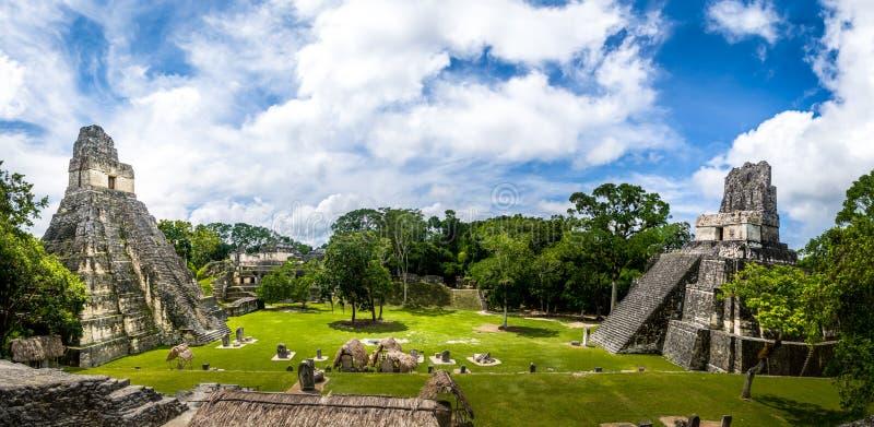 Mayan Tempels van Gran-Plein of Pleinburgemeester bij het Nationale Park van Tikal - Guatemala stock foto's