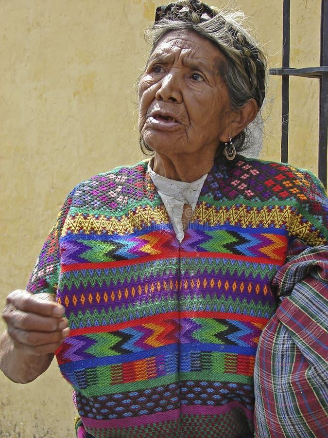 Mayan Vrouw in Traditionele Kleding in Guatemala stock foto's
