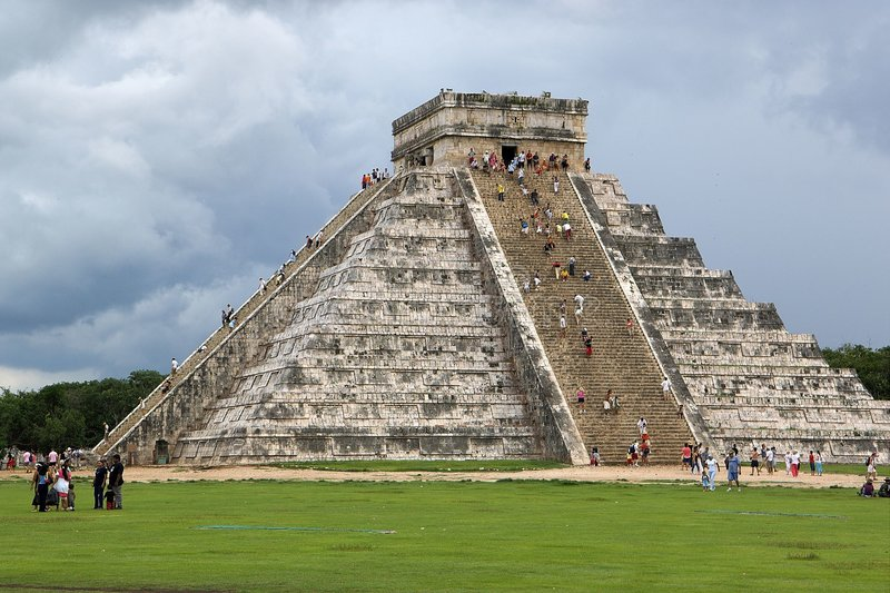 Mayapyramide lizenzfreie stockfotografie