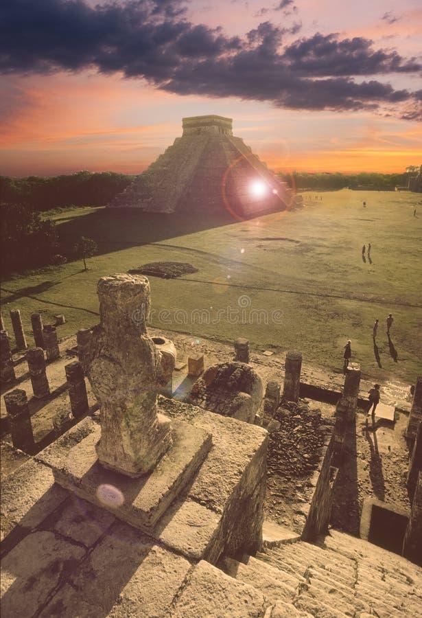 Mayapyramide bei Chichen-Itza, Mexiko stockfotografie