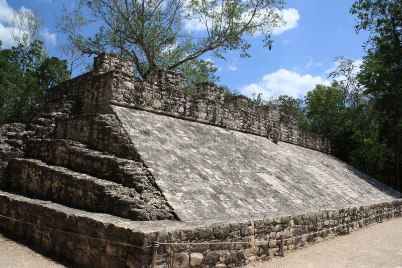 Mayaspielfeld in Coba lizenzfreies stockfoto