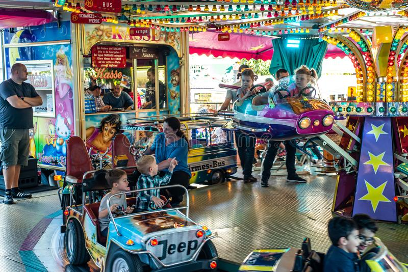 Mayen Γερμανία 14 10 γύρος εκθεσιακών χώρων ιπποδρομίων 2018 παιδιών στο λαϊκό φεστιβάλ στη Ρηνανία Palantino lukasmarkt σε Mayen στοκ εικόνες