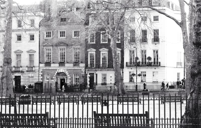 Mayfair, Londen, het UK 28 januari 2018 de mening over Berkeley Square aan Beroemde de Beroemdheidsnachtclub van Annabel ` s stock foto