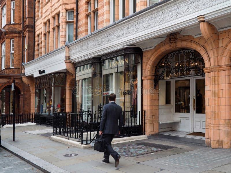 Mayfair shoppar i London royaltyfri bild