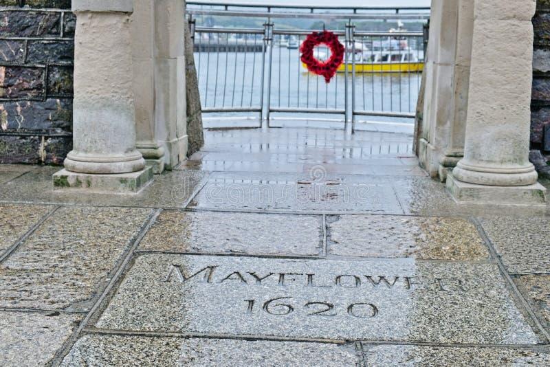 Mayflower kliver minnesmärken och utkik Plymouth England UK royaltyfria bilder