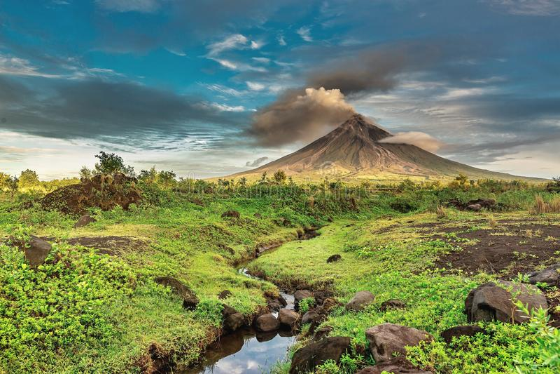 Mayon Vulkan stockfotos