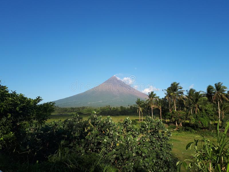Mayon Vulkan lizenzfreie stockfotos