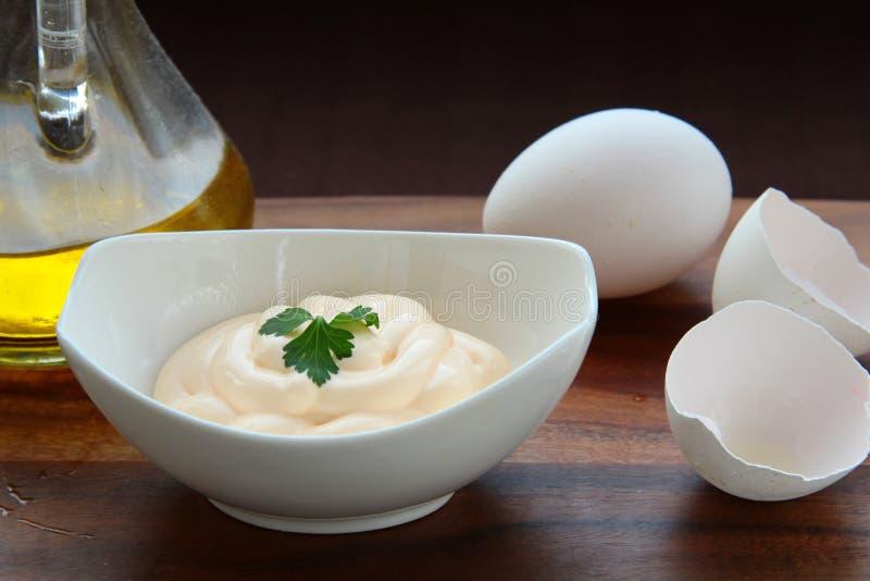 Mayonaise met ei en olijfolie stock afbeelding