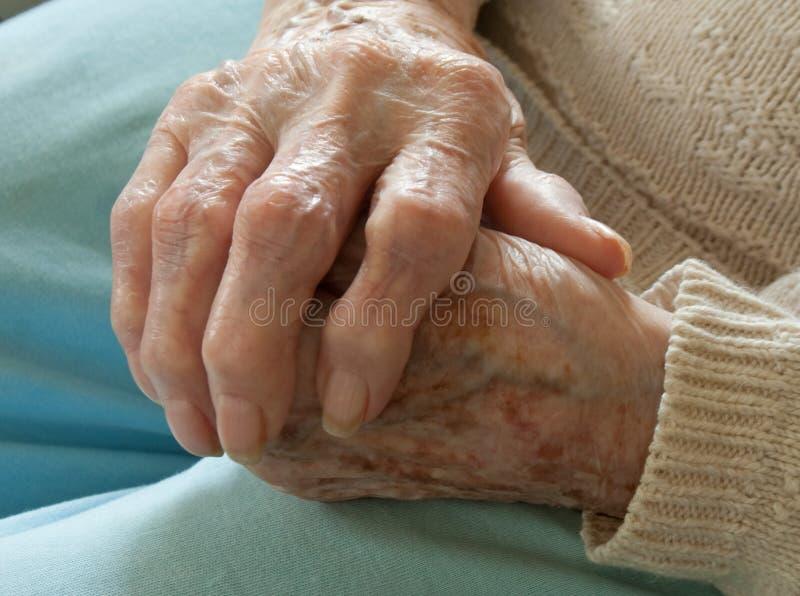 Mayor con artritis reumatoide imágenes de archivo libres de regalías