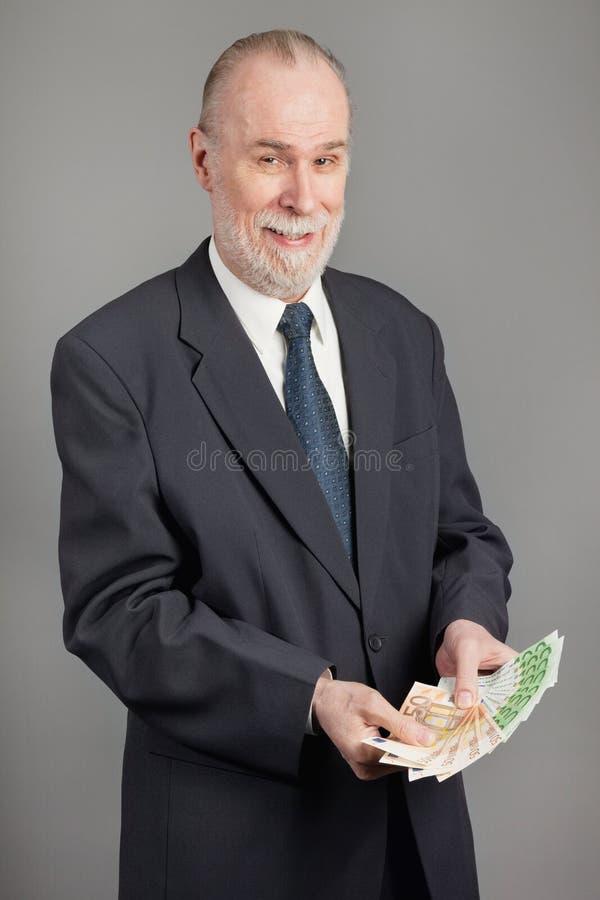 Mayor con un manojo de dinero fotos de archivo