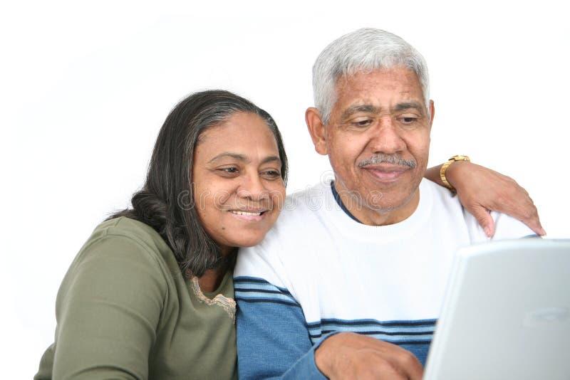 Mayores en el ordenador imágenes de archivo libres de regalías