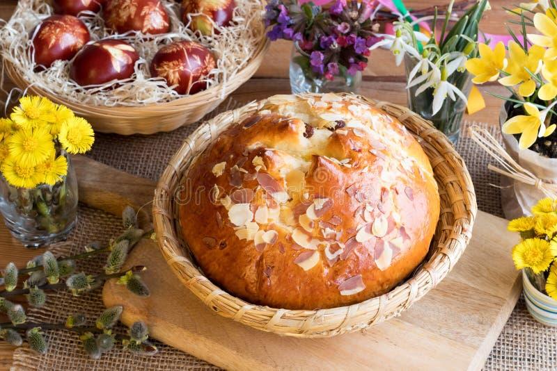 Mazanec, pastelaria checa tradicional da Páscoa, similar à cruz quente b fotografia de stock royalty free