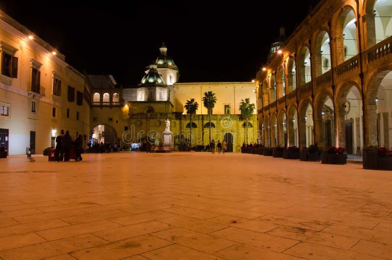 Mazara del Vallo, οι θόλοι του καθεδρικού ναού στο τετράγωνο Δημοκρατίας στοκ φωτογραφία με δικαίωμα ελεύθερης χρήσης