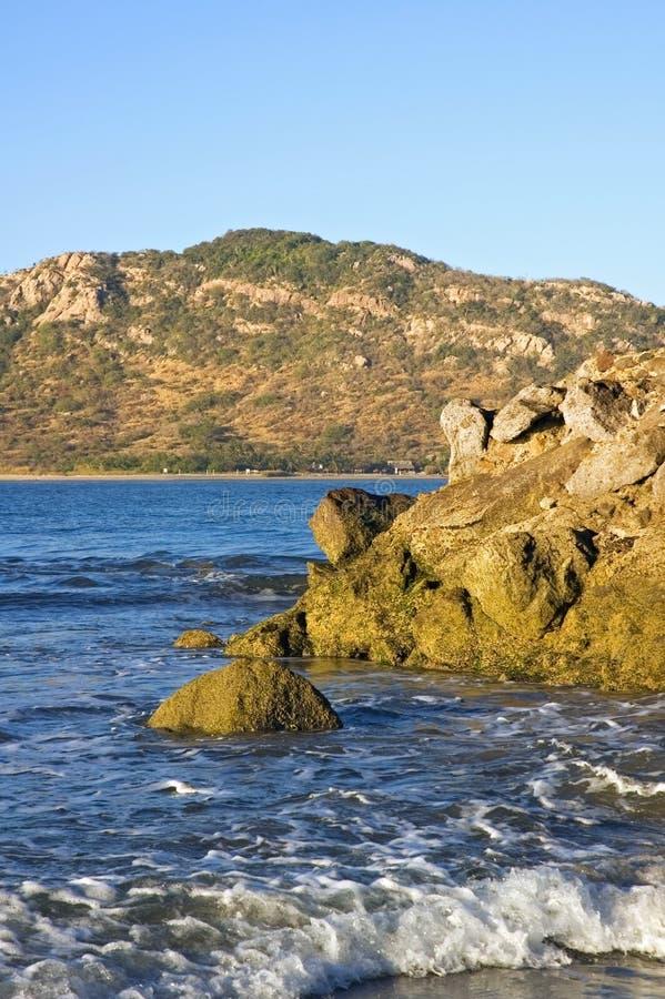Mazatlan, côte du Mexique et île de cerfs communs image stock