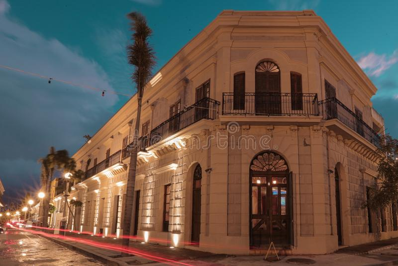 Mazatlan-Nachtim stadtzentrum gelegene Sinaloa-Lichter stockfotos