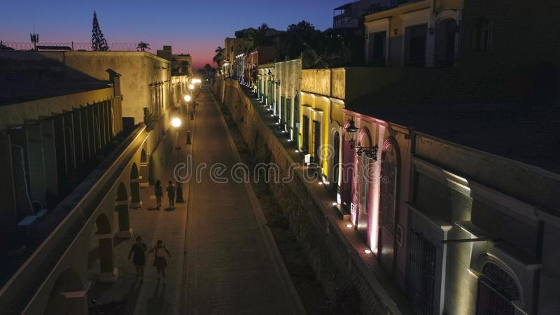 Mazatlan-Nachtim stadtzentrum gelegene Straßen von der Luft lizenzfreies stockbild