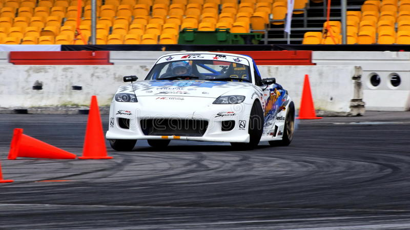 Download Mazda MX-5 Que Deriva Na Tração Da Fórmula Foto Editorial - Imagem de sideway, curvatura: 10054251