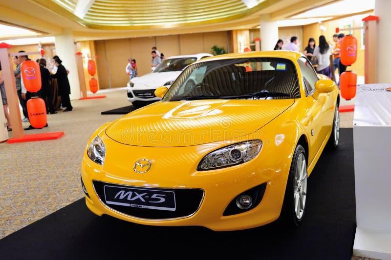 MazdaMX-5 Roadster auf Bildschirmanzeige stockbild