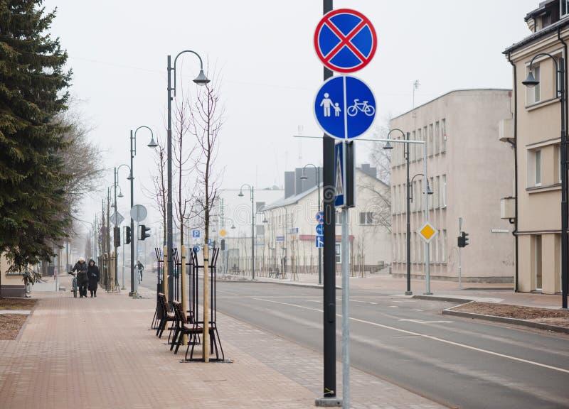 MAZEIKIAI LITAUEN - MARS 17, 2012: Tidig vårMazeikiai Cityscape Stad av den berömda olje- oljafabriken Orlen Lietuva royaltyfria foton