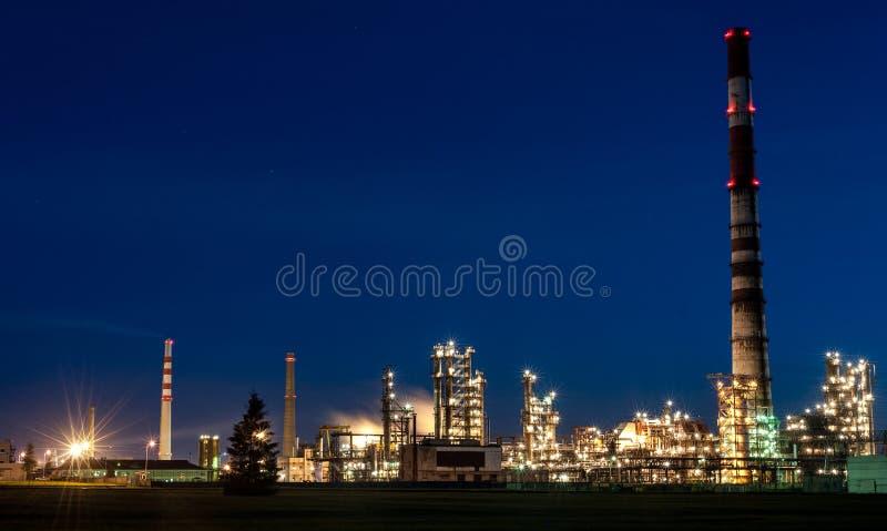 MAZEIKIAI LITHUANIA, SIERPIEŃ, - 11, 2012: Orlen przemysł ORLEN Lietuva jest Polskim firmą ześrodkowywającym na Mazeikiai rafiner obrazy stock