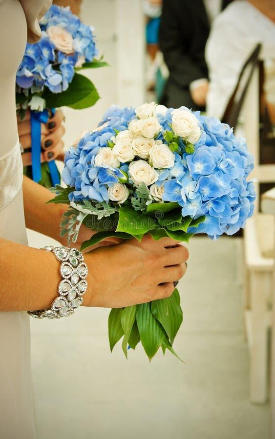 Mazzi con le viole blu scuro fotografia stock