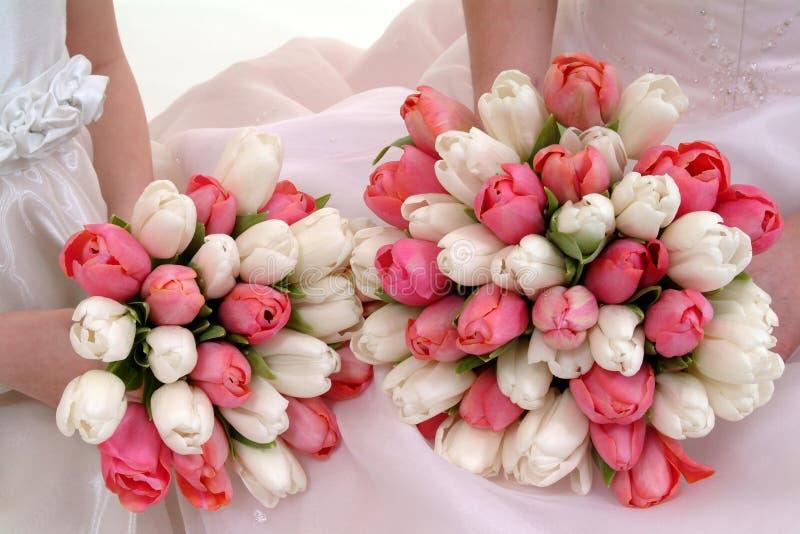 Mazzi delle ragazze di fiore e della sposa fotografia stock