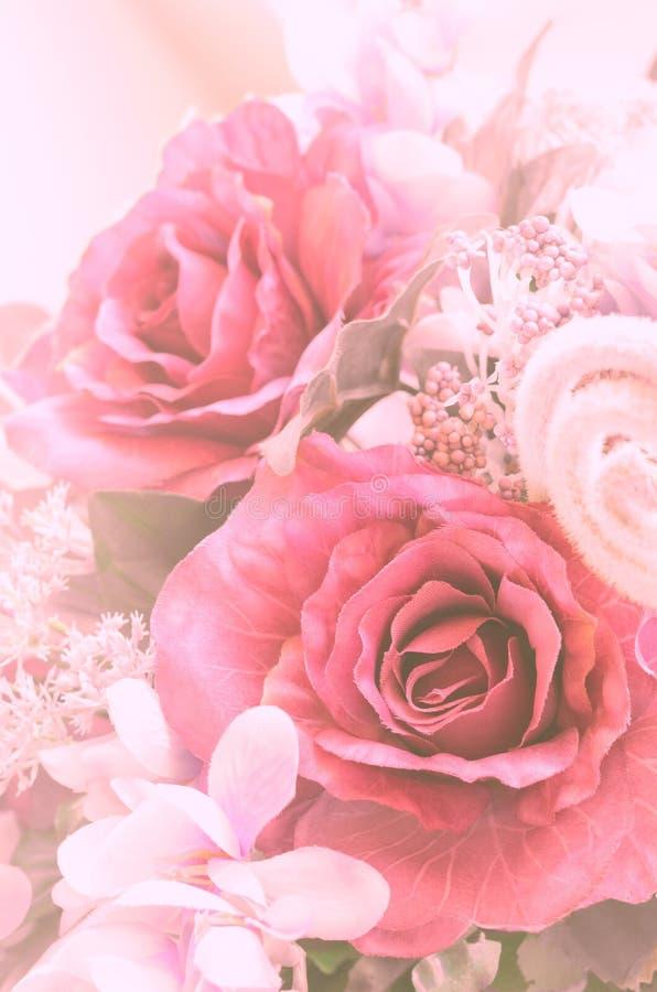 Mazzo artificiale delle rose di colore dolce fotografie stock libere da diritti
