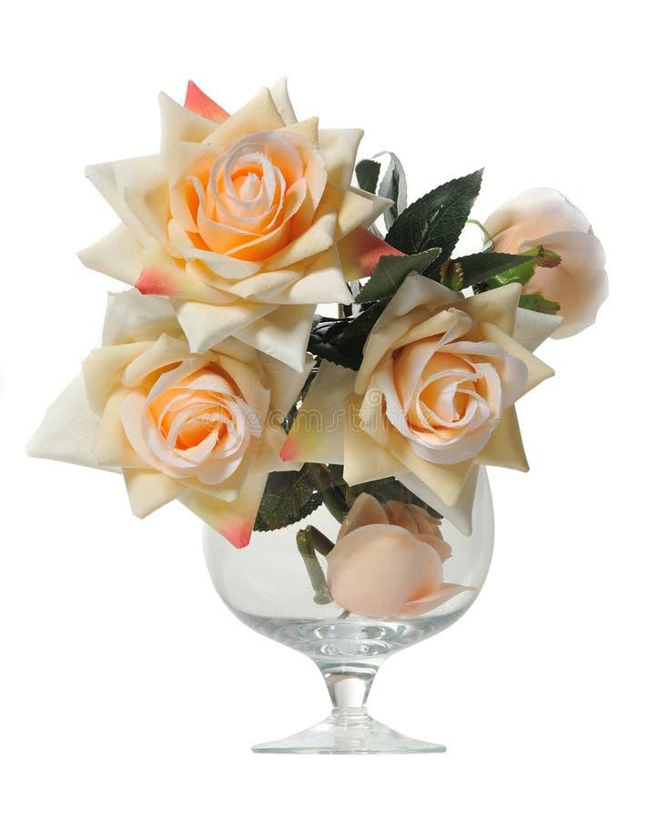 Mazzo artificiale delle rose in un vetro immagini stock